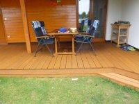 Dřevěná terasa dodá Vaší stavbě na exkluzivitě. Sibiřský modřín je skvělá volba pro běžné terasy.