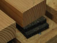 Podkladová guma pod latě u dřevěných teras dovolí odtékání vody