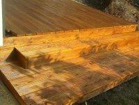 Detail na vyřešení schodů. Dřevina: sibiřský modřín, olej odstín Teak