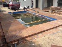 Netradiční vyřešení rohového spoje teras. Terasa z Massaranduby