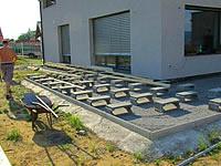 Připravený rošt pro montáž terasy