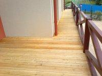 Zavěšená konstrukce terasy + terasa ze sibiřského modřínu