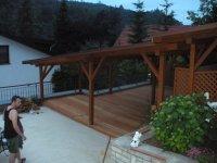 Dřevěná terasa je dobré řešení pro altány, pergoly a jiné posezení