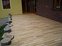 Dobry nápad a dobře zrealizovaná montáž terasových prken z akátu.