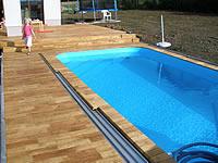 Realizace akátové terasy okolo bazénu.Akátová terasová prkna
