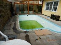 Terasa kolem bazénu z dřeviny Bangkirai