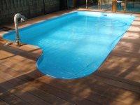 Finální podoba.Terasa kolem bazénu z dřeviny Bangkirai