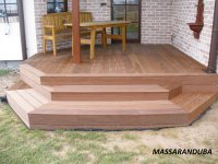 Naši řemeslníci si poradí i s členitou terasou a schody. Terasa z Massaranduby