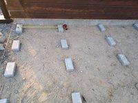 rozteč podkladu pod terasu by měla být 50 x 80 cm