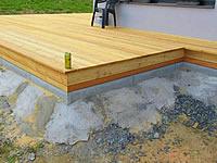 Olemováním terasy schováte podkladní konstrukci a terasa působí celistvě