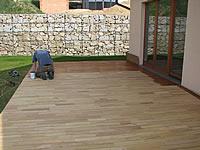 Nátěr akátové terasy olejem Pflege-ol od fa. Remmers, odstín teak.