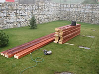Příprava betonových patek pro podkladní rošt.